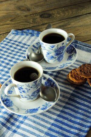 desayuno romantico: El desayuno rom�ntico para dos, rosa, caf� y galletas. 8 de marzo
