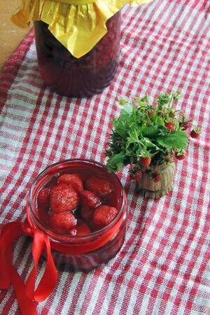 dulcet: Homemade delicious strawberry jam and strawberry on a rustic wooden table