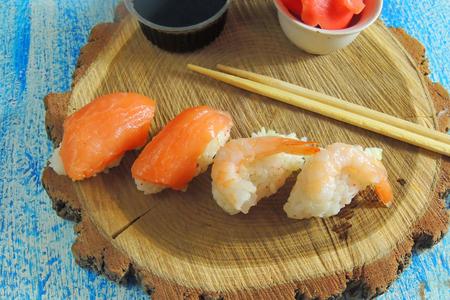 Nagiri-zushi with salmon. sushi nagiri with salmon and tuna