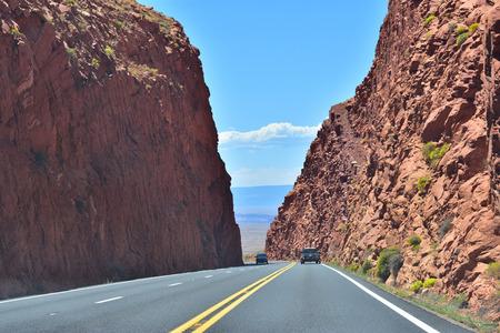 high way through mountains in arizona Stok Fotoğraf