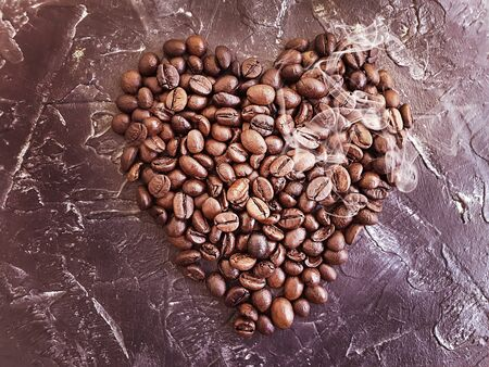 coffee beans heart on concrete background Imagens