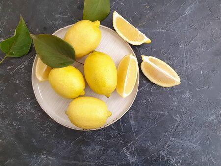 fresh lemon on a plate concrete backgroun 版權商用圖片