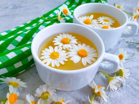 chamomile flower tea on concrete background Zdjęcie Seryjne - 151843964