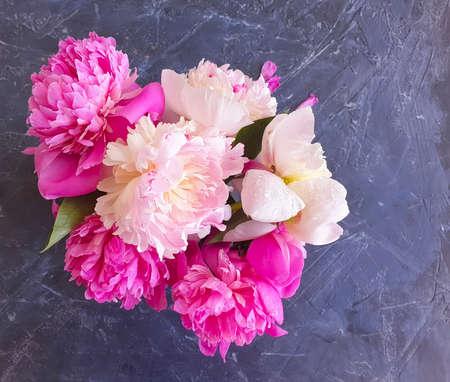 flower peony vase on concrete background Zdjęcie Seryjne
