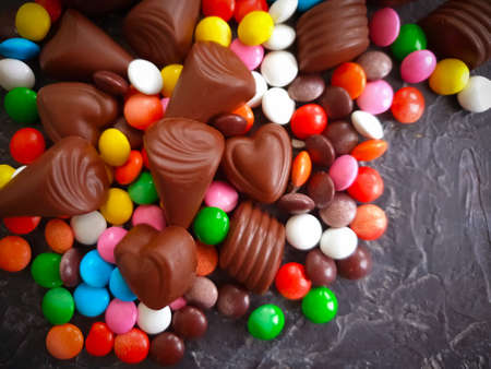 chocolate candies on concrete background Zdjęcie Seryjne