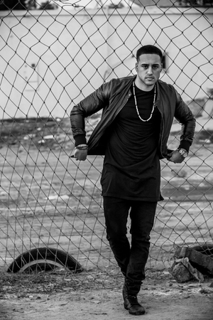 Young handsome man outdoor looking dangerous and serious , black and white Zdjęcie Seryjne