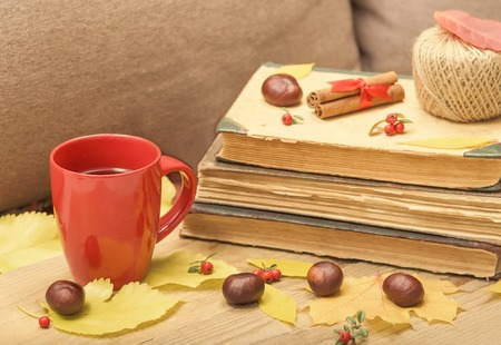 antik: Autumn still-life with a cup of tea and old books.