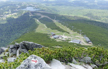 HIGH TATRAS, SLOVAKIA - JUNE 11: Ski-lift cable car leading to Predne Solisko peak of Tatra mountains, on June 11, 2017 in High Tatras, Slovakia. Publikacyjne