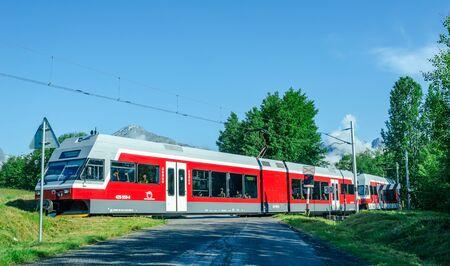 Tourist train taking tourists to mountain attractions Publikacyjne
