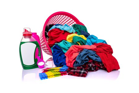 A basket with laundry on a white background. 版權商用圖片