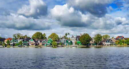 View of the village of Zaanse Schans s Netherlands. Zaanse Schans is one of the most visited tourist destinations in the Netherlands. Banco de Imagens - 139717647