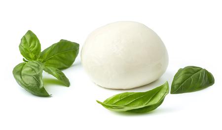 Mozzarella di bufala con foglia di basilico isolato su sfondo bianco Archivio Fotografico