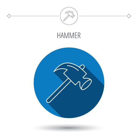 mat�riel chantier: Hammer icon. Repair or fix sign. Construction equipment tool symbol. Blue flat circle button. Linear icon with shadow. Vector