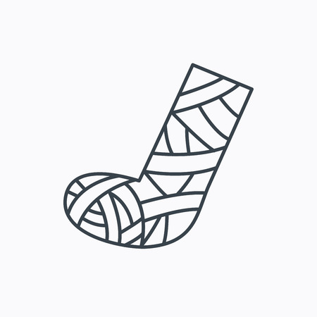 casts: Gypsum or cast foot icon. Broken leg sign. Human recovery medicine symbol. Linear outline icon on white background. Vector Illustration