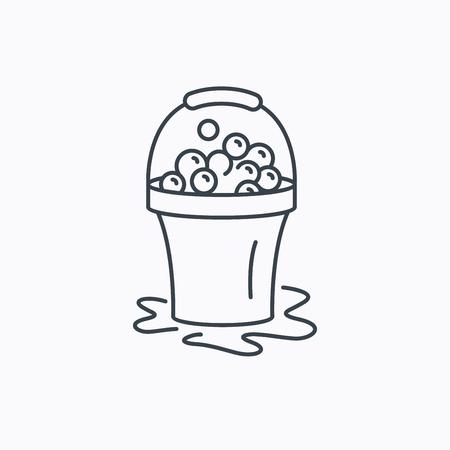 soapy: Icono de la limpieza con jab�n. Cubo con espuma y burbujas de signo. Icono de contorno lineal sobre fondo blanco. Vector