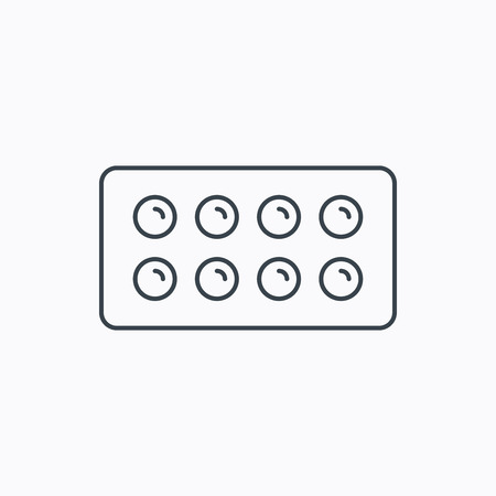 painkiller: Tablets icon. Medical pills sign. Painkiller drugs symbol. Linear outline icon on white background. Vector Illustration