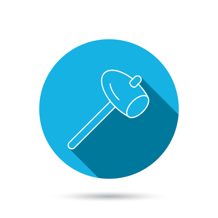 mat�riel chantier: Marteau ic�ne. R�parer ou fixer signe. Les �quipements de construction symbole de l'outil. Bleu bouton cercle plat avec l'ombre. Vecteur