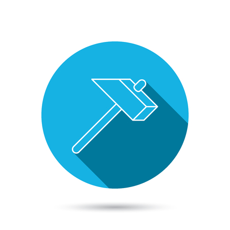 mat�riel chantier: Hammer icon. Repair or fix sign. Construction equipment tool symbol. Blue flat circle button with shadow. Vector