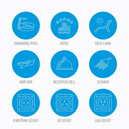 planos electricos: Hotel, piscina y silla cubierta de la playa iconos. Alarma de la recepción, la ducha y el avión signos lineales. Europea, Reino Unido y Estados Unidos iconos de socket. botones de círculo azul conjunto. iconos lineales.