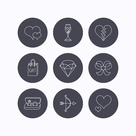 brilliant heart: Love heart, gift box and wedding rings icons. Broken heart and engagement linear signs. Valentine amour arrow, brilliant flat line icons. Flat icons in circle buttons on white background. Vector Illustration