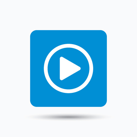 Speel icoon. Audio- of videospeler-symbool. Blauwe vierkante knop met platte web pictogram. Vector Stock Illustratie