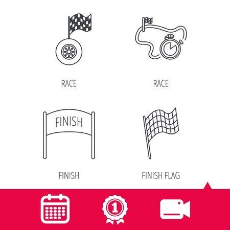 bandera carreras: Logro y cámara de vídeo signos. Terminar bandera, temporizador de carrera y los iconos de las ruedas. pista de carreras señal lineal. icono de calendario. Vector
