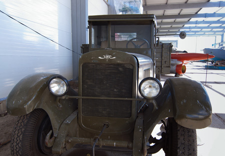 motor de carro: Soviéticas camiones ZIS-5 Editorial
