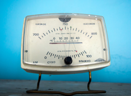 hygrometer: Former apparatus for measuring temperature, pressure and humidity
