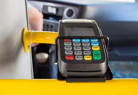Kartenterminal mit kontaktloser Bezahlunterstützung im ÖPNV