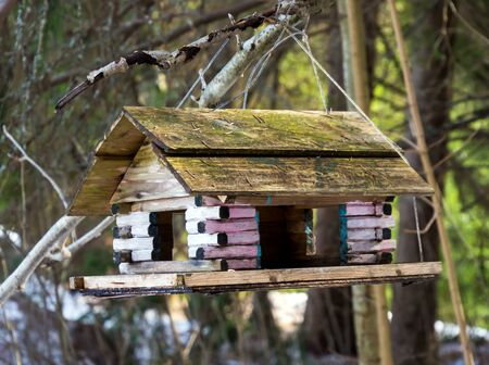 Feeder for birds in the form of a log cabin