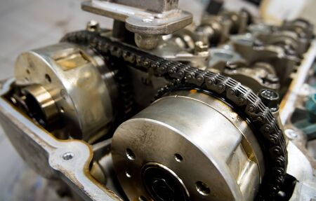 Timing chain drive in a car engine