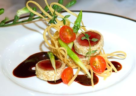 calorie: Malaysia  Kuala Lumpur: Culinairy: Sirloin medaillon and vegetable. colorful preparation in nouvelle cuisine style ; law calorie Stock Photo