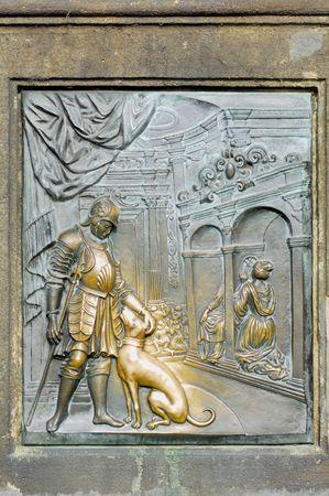 st charles: Repubblica Ceca, Praga: statue sul ponte di San Carlo; bronzo bassorilievi Allegoria della fedelt�