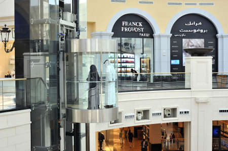 modernity: United Arab Emirates: Dubai ; the modern    emirates mall ; tradition and modernity