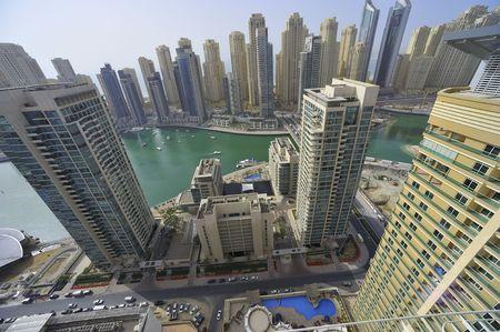 jachthaven: Verenigde Arabische Emiraten: Dubai skyline. Een indrukwekkend uitzicht op de nieuwe stad op het gebied van de Dubai Marina. de tweede grootste kunstmatige jachthaven in de wereld. een woonwijk Stockfoto
