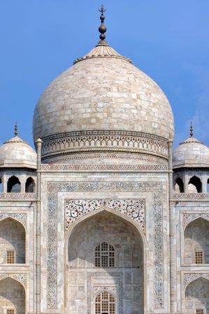 mughal: india, agra: blue sky and a perspective  of one of the seven wonders in the world ; the taj mahal; monument constructed at the 17th century by the fifth mughal emperor Shah Jahan , a love tribute to his wife  Stock Photo