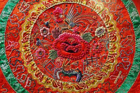 ancient tradition: Arte chino: seda bordados antiguos con motivo t�pico chino Foto de archivo