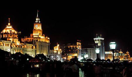 glint: China, Shangai; vista nocturna del famoso distrito antiguo del Bund; glint en el r�o Yangtze