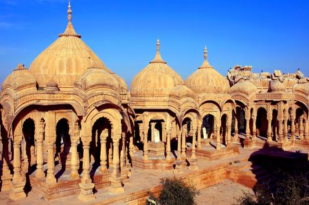 dedicated: India, Rajasthan, Jaisalmer: Cenotaphs were constructed in honour of individuals ; ijn this indian region generally these  constructions are dedicated to the memories of the former rulers; sculpted colomns and cupoles