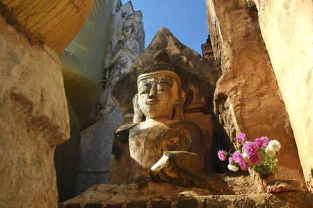 inle: Myanmar, Inle Lake: Buddha sculpture at Nanthe Paya; old seated buddha