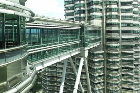 Malaysia, Kuala Lumpur: Twin towers, the worlds tallest twin buildings, designed by Cesar Pelli an argentine american architect, a construction of steel and glass with 88 floor , the facade was designed to resemble to the motifs found in islamic art, view of the skybridge Stock Photo - 2900768