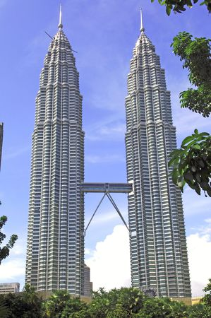 tallest: Malaysia, Kuala Lumpur:Twin towers, the worlds tallest twin buildings, designed by Cesar Pelli an argentine american architect, a construction of steel and glass with 88 floor , the facade was designed to resemble to the motifs found in islamic art, view of the skybridge