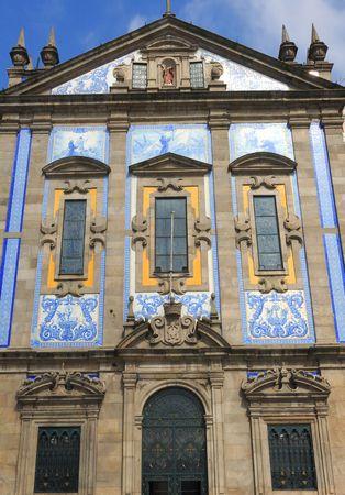 ceramica: Portugal, Porto; facade of capela das almas ; a typical portuguese architecture with the outsider walls covered with blue and white ceramica;