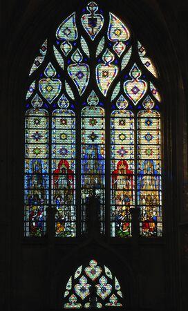 프랑스 루시 루의 고딕 성당에서 1876 1880에서 건물 최고점 worlds했다. 노먼 대성당 리처드 사자 심장의 무덤을 포함합니다. 스테인드 글라스 창보기 스톡 콘텐츠