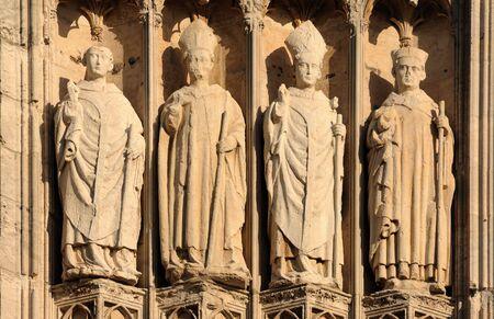 프랑스 루시 루의 고딕 성당에서 1876 1880에서 건물 최고점 worlds했다. 노먼 대성당 리처드 사자 심장의 무덤을 포함합니다. 외관의 세부 사항