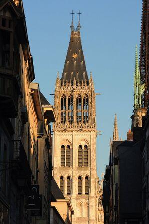 프랑스 루 : 루의 고딕 성당 worlds 1876에서 1880 건물에서 가장 높은했다. 노먼 대성당 리처드 사자 심장의 무덤을 포함합니다. 외관의 세부 사항 스톡 콘텐츠