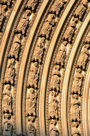 프랑스 루시 루의 고딕 성당에서 1876 1880에서 건물 최고점 worlds했다. 노먼 대성당 리처드 사자 심장의 무덤을 포함합니다. 주요 입구의 tympanum의 세부