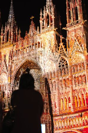 France Rouen: the gothic Cathedral of Rouen was the world�s tallest building from 1876 to 1880. The Norman cathedral contains the tomb of Richard the Lion heart. View of the illuminated facade.  Stok Fotoğraf