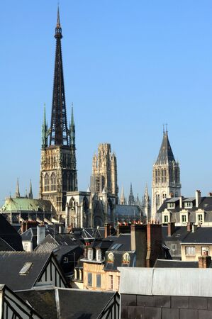 France Rouen: the gothic Cathedral of Rouen was the world�s tallest building from 1876 to 1880. The Norman cathedral contains the tomb of Richard the Lion heart. View of the church tower Stok Fotoğraf