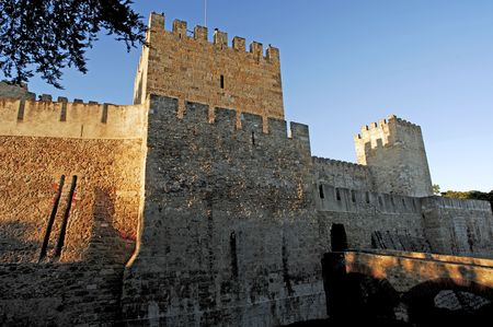 georges: Portugal, Lisbon: castle of saint Georges. The first fortification on the hilltop date from the 2nd century B.C. the castle was dedicated to saint george in the late 14th century by king john I. View of the fortification wall.